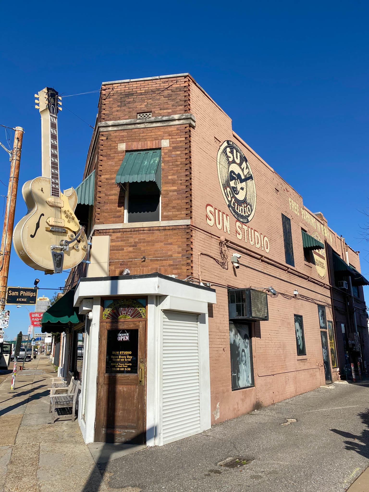 Awesome In Het Spoor Van Elvis Naar Tupelo En Graceland In Memphis Personalised Birthday Cards Sponlily Jamesorg